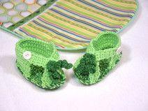 Sommerliche Baby-Sandalen in grün