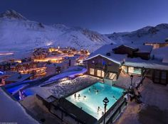 Hotel Village Montana Tignes Le Lac Just 500 metres from Tignes, Hotel Village Montana is located at the foot of the ski slopes in the prestigious Espace Killy resort. The mountain-style hotel offers a outdoor, Nordic swimming pool and a spa with an oriental hammam, hot tub and saunas.