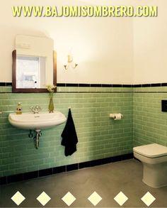Porque los pequeños detalles sí que cuentan... En Bajomisombrero cada rincón es especial. #toilet #restroom #toilette #bany #baño #vintage #vintagestyle #vintageinspired #barcelona #bcn