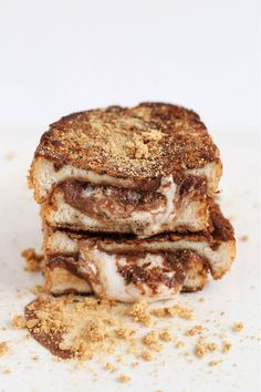 Φέτες ψωμιού Κρις Κρις γεμιστές με ζεστή σοκολάτα πραλίνα! Yummy!