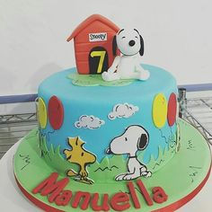 Lindo bolo do Snoopy by @licalima_bolos #Snoopy #snoopyandfriends #snoopyparty #snoopycake #bolodosnoopy #bolosdecorados #decoratedcakes