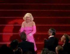 """Marilyn Monroe : """"Diamonds Are A Girl's Best Friend"""""""
