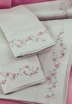 ... Embroidery On Clothes, Embroidery Patterns, Hand Embroidery, Machine Embroidery, Bird Quilt, Sewing Material, Linens And Lace, Fabric Painting, Needlework