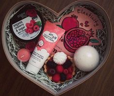 Gift Boxes for Teen Girls – Birthday Ideas – Grandcrafter – DIY Christmas Ideas ♥ Homes Decoration Ideas Cute Birthday Gift, Birthday Gifts For Best Friend, Best Friend Gifts, Gifts For Friends, Birthday Ideas, Gag Gifts, Cute Gifts, Teen Girl Birthday, Volunteer Gifts