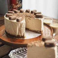 Toffeekermalikööri moussekakku Vanilla Cake, Tiramisu, Ethnic Recipes, Desserts, Food, Tailgate Desserts, Deserts, Eten, Postres