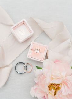 Engagement Rings Ideas & Trends 2017 The prettiest pink morganite engagement ring: Photography : Sophie Epton Photography Read More on SMP: www.stylemepretty… Discovred by : Style Me Pretty Wedding Flats, Mod Wedding, Wedding Rings, Wedding Shot, Wedding Paper, Bridal Rings, Wedding Bells, Wedding Gowns, Dream Wedding