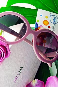 #Occhiali da sole #Prada #Eyewear #Sunglasses: montatura tonda, colore rosa, oversize, un accessorio  #moda #donna retrò immancabile per la prossima #Estate 2015