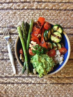 Creative & Delicious Mediterranean Style Recipes -Mediterranean Spiced & Grilled Vegetable Rice Bowls with Avocado – Vegan, Gluten Free Healthy Salad Recipes, Healthy Breakfast Recipes, Diet Recipes, Vegan Recipes, Healthy Eating, Cooking Recipes, Vegan Meals, Vegan Food, Healthy Foods
