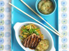 Gegrilltes Schweinesteak mit würzigem Apfelkompott und Gemüse ist ein Rezept mit frischen Zutaten aus der Kategorie Schwein. Probieren Sie dieses und weitere Rezepte von EAT SMARTER!