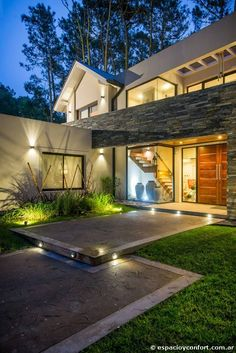 Image 6 of 36 from gallery of Aracari House / Diego Rodríguez Romano. Photograph by Eduardo Rodríguez Romano Future House, My House, Style At Home, Contemporary Architecture, Architecture Design, Front House Landscaping, Design Exterior, Modern Architects, Entrance Design