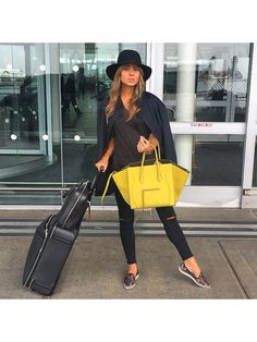 An all-black outfit works anywhere, anytime. Top if off with a smart-looking bla… An all-black outfit works anywhere, anytime. Top if off with a smart-looking black fedora and a bright bag. Travel Outfit Spring, Cute Travel Outfits, Summer Outfits, Summer Travel, Fall Outfits, Airport Chic, Airport Style, Airport Outfits, Travel Chic
