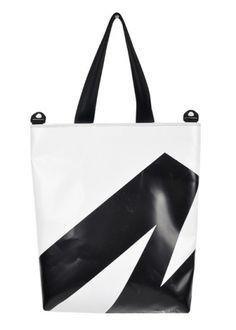 """""""제가 한번 입어보겠습니다"""" 착한 일에 앞장서는 패션 업계 http://www.fashionseoul.com/?p=27331"""