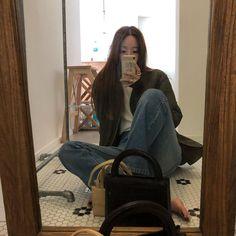 "onuk on Instagram: ""거울닦아야겠네"" Winter Looks, Fall Winter, Back To Basics, Simple Style, Envy, Korean Fashion, Outfits, Instagram, K Fashion"