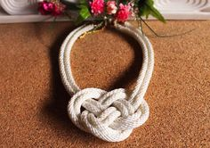Collar de nudo color blanco Love, Bracelets, Jewelry, Fashion, Knot Necklace, Fashion Accessories, White Colors, June, Amor