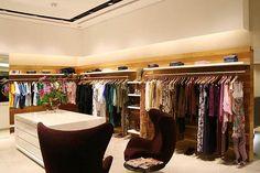 Como dispor as mercadorias numa loja de roupas - Lay-out de loja | Del Carmen by Sarruc