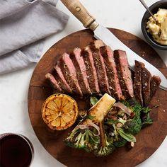 Grillad Entrecote med sotad broccoli, hasselnötter, salvia, rostad vitlök & sardeller