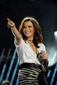 Martina McBride is now a Nashville local. Best Country Music, Country Music Artists, Country Music Stars, Country Singers, Martina Mcbride, Kansas, Sara Evans, Female Singers, Country Girls
