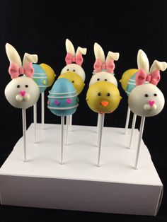 Bunny, chicks and egss cake pops ideas Easter Cake Pops, Easter Cookies, Easter Treats, No Bake Cake Pops, Cake Push Pops, Chocolate, Cake Pop Maker, Spring Cake, Unicorn Cake Topper