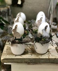 40 Beautiful Easter Table Decoration Ideas – Österliches Basteln – Color Photo … – Source by melaniegundula Happy Easter, Easter Bunny, Easter Eggs, Diy Osterschmuck, Fun Diy, Easter Table Decorations, Feather Crafts, Easter Holidays, Egg Decorating