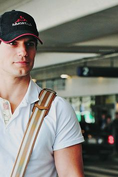 Henry Cavill ~ Why can I not run into him at the airport !?!