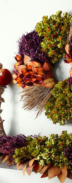 Find rustic Thanksgiving tablescape ideas, including a stunning collection of fall centerpieces. How to decorate your table for Thanksgiving. Rustic Thanksgiving, Thanksgiving Tablescapes, Thanksgiving Wreaths, Thanksgiving Decorations, Autumn Decorations, Fall Home Decor, Autumn Home, Dry Leaf, Fall Harvest