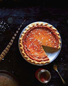 This Salty Honey Pie is a cult favorite at Brooklyn& Four & Twenty Blackbirds pie shop.Photo credit: Gentl and Hyers Pie Recipes, Sweet Recipes, Dessert Recipes, Honey Recipes, Pastry Recipes, Salted Honey Pie, Custard Pies, Custard Filling, Salt And Honey