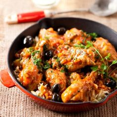 favourite and latest chicken recipes and dishes in one convenient place. Italian Stew, Italian Cooking, Chicken Cacciatore, Vegetable Puree, Saute Onions, Paella, Food Dishes, Poultry, Chicken Recipes