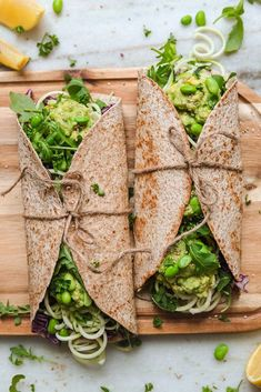 These green goddess wraps are made by combining mashed avocado, arugula, pu Sandwiches For Lunch, Wrap Sandwiches, Veggie Sandwich, Vegan Lunch Recipes, Healthy Recipes, Edamame, Whole Wheat Tortillas, Tortilla Wraps, Green Goddess