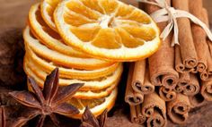 Art Home fragrance. Simmer pot of water on the stove, and add cinnamon sticks, cloves, orange peels, nutmeg and all spice. Tranches D'orange, Twisted Oak, Dried Oranges, How To Lighten Hair, Cinnamon Spice, Pumpkin Spice, House Smells, Orange Slices, Orange Fruit