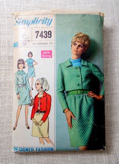 Vintage Pattern Simplicity 7439 1960s suit Mod A LIne skirt cropped jacket Bust 36 stand up collar dress Jackie Kennedy That Girl