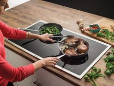 Induction Cooker - Want To Learn The Best Way To Cook? Kitchen Stove, Kitchen Appliances, Kitchens, Cooktops, Induction Cookware, Induction Stove, O Gas, Cooking Equipment, Kitchen Gadgets