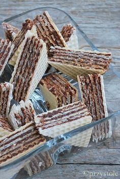 Wafle czekoladowo-orzechowe Polish Desserts, Polish Recipes, No Bake Desserts, Dessert Recipes, Polish Food, Ukrainian Recipes, Wafer Cookies, Sandwich Cake, Low Carb Side Dishes