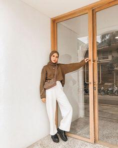Kulot Sampai Jeans, 10 Padu Padan High Waisted Pants buat Hijabers Stylish Hijab, Modest Fashion Hijab, Modern Hijab Fashion, Street Hijab Fashion, Casual Hijab Outfit, Hijab Fashion Inspiration, Muslim Fashion, Fashion Outfits, Hijab Fashionista