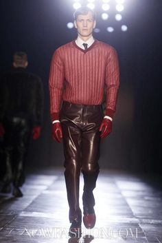 Viktor & Rolf Monsieur - Menswear - Fall Winter 2012 - Paris - NOWFASHION