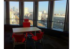 En pleno Paseo de la Castellana de Madrid se situa esta espectacular sala de reuniones. Reserva aquí: http://www.spaces-on.com/rooms/55