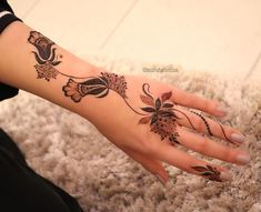 Image may contain: one or more people and closeup Mehndi Designs Feet, Finger Henna Designs, Arabic Henna Designs, Mehndi Design Pictures, Mehndi Designs For Fingers, Unique Mehndi Designs, Beautiful Mehndi Design, Latest Mehndi Designs, Mehndi Images