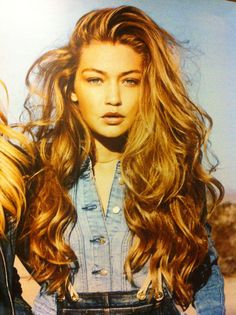 Change Your Look In Seconds With Human Hair Clip In Extensions – My Hair Extensions Hair Colorful, Estilo Hippie Chic, Long Wavy Hair, Thick Hair, Wild Hair, Dream Hair, Human Hair Extensions, Gigi Hadid Hair Extensions, Gorgeous Hair