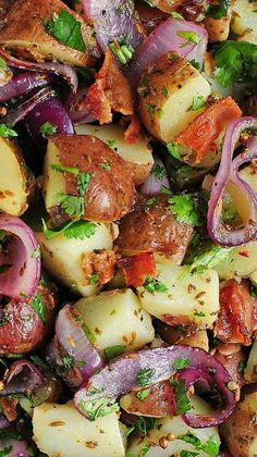 Texas Style New Potato Salad Recipe ~ This super tasty potato salad will be the favorite dish at your next cookout | shewearsmanyhats.com