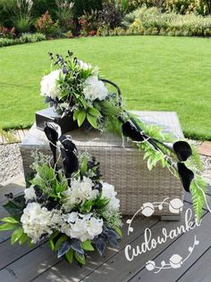 Funeral, Table Decorations, Nails, Flowers, Home Decor, Finger Nails, Decoration Home, Ongles, Room Decor