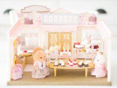 Sur le blog de Lili Célestine on vous présente le Cake Shop des @sylvanianfamili http://www.lilicelestine.com/blog/surprise-gourmande-pour-la-fete-des-mamans-avec-les-sylvanian-families-205.html