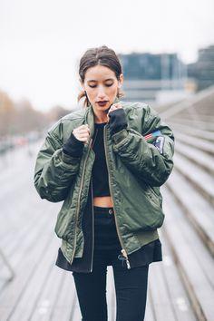 Bomber life: Alex's Closet : Blog mode, beauté et voyage - Paris - Montréal Cozy Fashion, Fashion Mode, Fashion 2017, 90s Fashion, Fashion Outfits, Womens Fashion, Gianni Versace, Grunge Jacket, Streetwear
