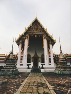 Wat Pho | Bangkok | Thailand // Living in an adventure // Photo by Elina Andstén Travel Around The World, Around The Worlds, Wat Pho, Adventure Photos, Bangkok Thailand, All Pictures, Cabin, Live, House Styles