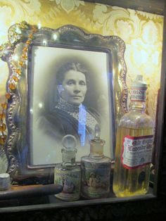 #SherlockHolmes, #SherlockHolmesMuseum, #BakerStreet, #Victorian, #interior, #MrsHudson, #bottles, #lotion
