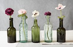 centerpieces for rehearsal dinner tables | Here are some ideas on how to display flowers in mini vases along with ...