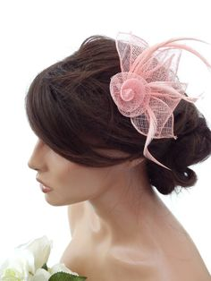 Elegant Pale Smokey Pink Flower Design Hair Clip Grip Fascinator Feathers Races