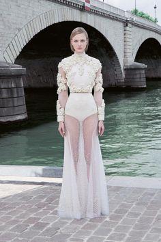 Défilé Givenchy Couture Hiver 2011-2012 2                                                                                                                                                     Plus