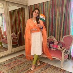 Bollywood Girls, Bollywood Stars, Bollywood Celebrities, Ethnic Suit, Sara Ali Khan, Salwar Kameez, Indian Actresses, Sari, Shirt Dress