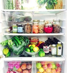 I've never meet someone with a fridge like this. I do not believe they exist. No one keeps fruit like that, this is stupid.