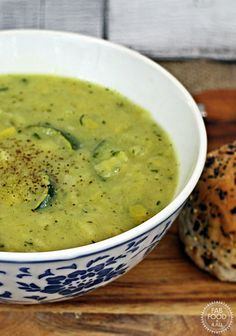 Leek and Courgette Soup - a simply chunky healthy soup perfect for a light lunch with some crusty bread! Fab Food 4 All Healthy Soup Recipes, Veggie Recipes, Healthy Snacks, Vegetarian Recipes, Healthy Eating, Cooking Recipes, Zuchinni Recipes, Courgette Soup Recipe, Leek Soup Healthy