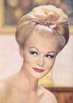 60s Hairstyles For Women's To Looks Iconically Beautiful ...